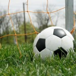 Learn to play soccer now with 10 soccer tips for beginners!