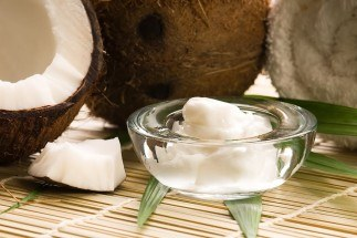 treat dandruff with coconut oil