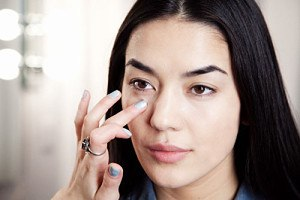 how to reduce eye puffiness quickly