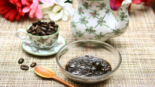 how to remove dead skin cells-anti-aging coffee scrub