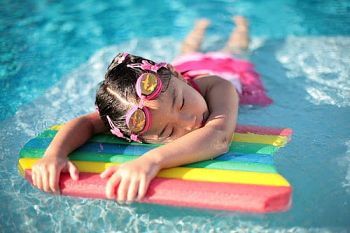 benefits of swimming wwith improve sleep