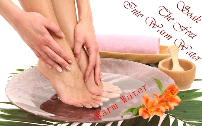 how to stop ingrown toenails - soak the feet into warm water