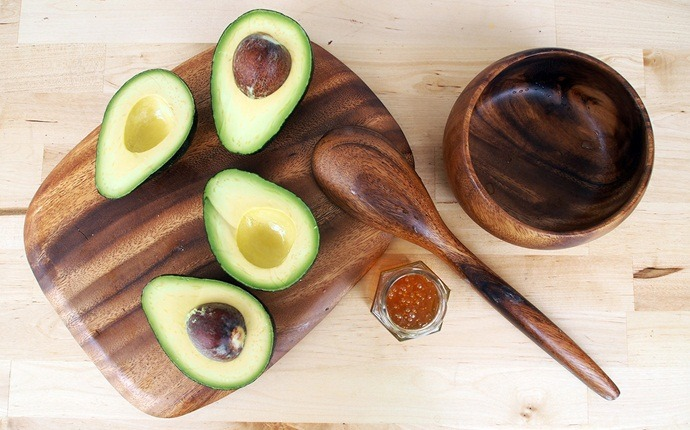 how to get younger looking hands - avocado and honey