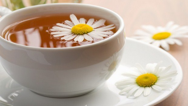 home remedies for upper back pain-chamomile tea