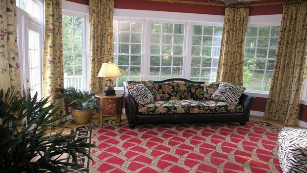 how to decorate your house-rugs and curtains