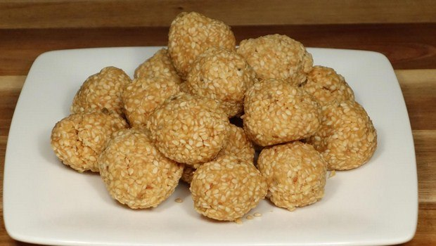 home remedies for Sneezing-sesame seeds and jaggery