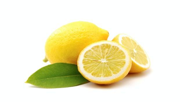 home remedies for cracked hands-lemon