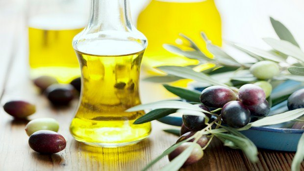home remedies for cracked hands-olive oil
