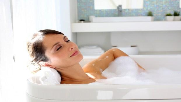 how to heal cracked skin-avoid hot bathing
