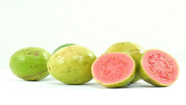 vitamin c rich foods-guavas