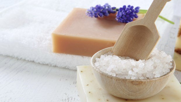 home remedies for atopic dermatitis-sea salt bath
