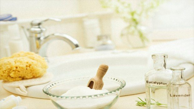 home remedies for cervical spondylosis-epsom salt bath