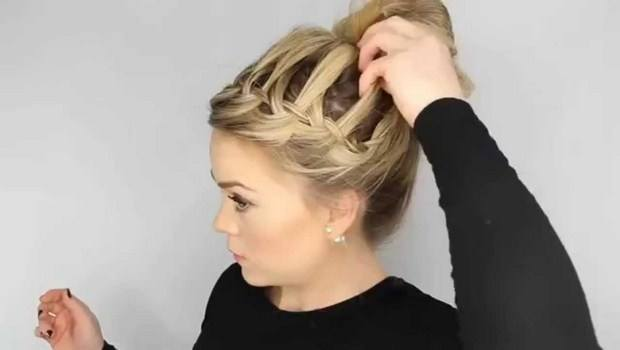 how to maintain curly hair-consider the pineapple bun