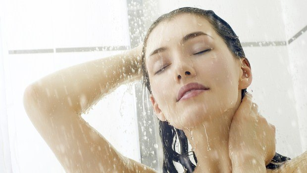 how to maintain curly hair-shampoo in The shower