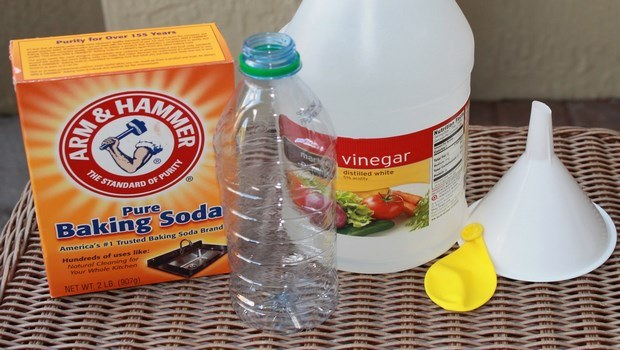 how to treat bee stings-baking soda and vinegar