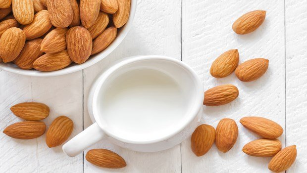 home remedies for osteoporosis-almond milk