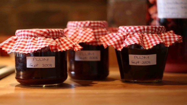 how to make jam-blackberry and plum jam