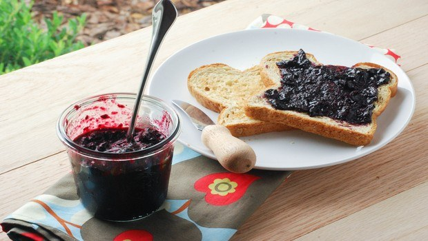 how to make jam-blueberry jam