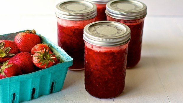 how to make jam-strawberry honey jam