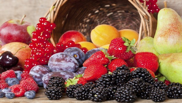 how to treat eye floaters-take foods which are high in antioxidants