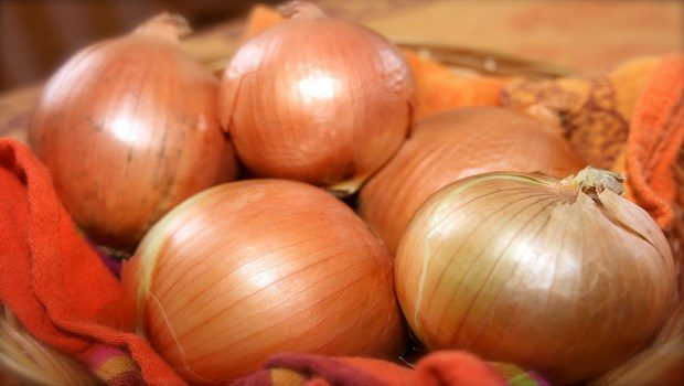 how to treat scabies-try home remedy onion