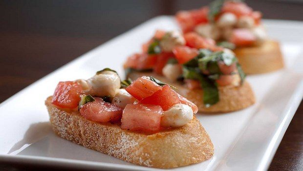 low fat recipes-appetizer tomato basil bruschetta