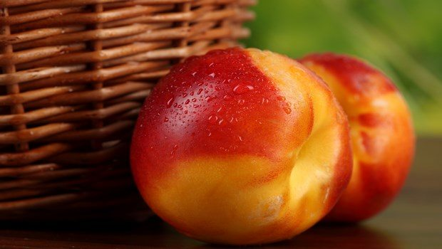 foods to reduce high blood pressure-nectarines and peaches