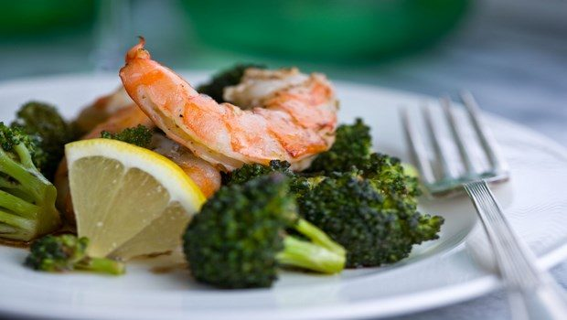 healthy dinner ideas for weight loss-broccoli salad with shrimp