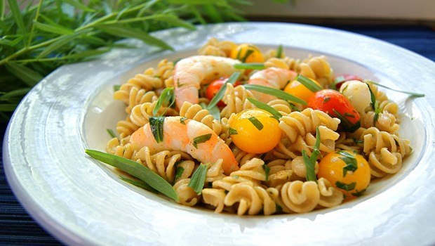 healthy dinner ideas for weight loss-salad with shrimp pasta