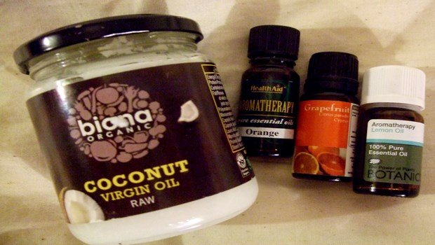 how to get rid of dry flaky scalp-mixture of coconut oil, almond oil, and aloe vera
