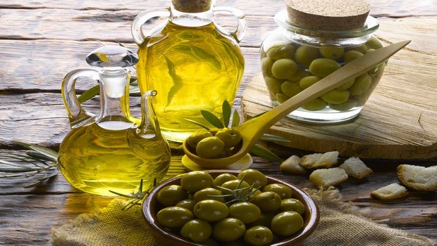 how to get rid of dry flaky scalp-olive oil