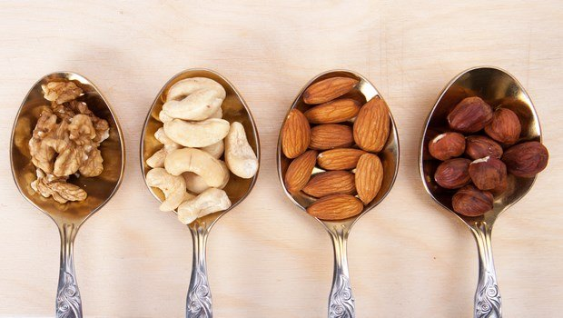 how to lose weight naturally-eat nuts as healthy snacks