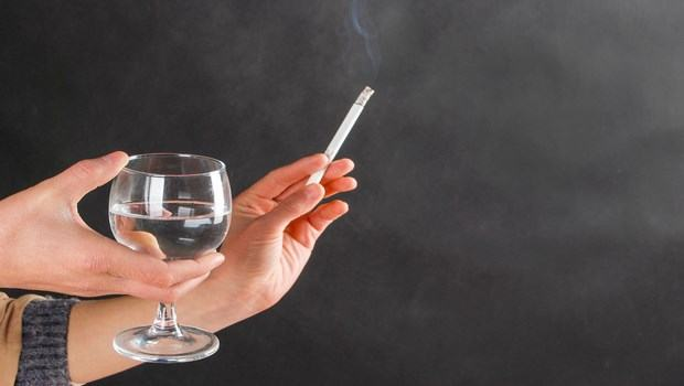 how to take care of sensitive skin-avoid smoking and alcohol
