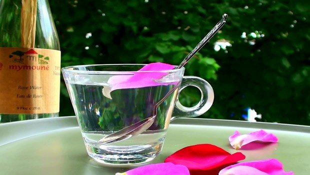 how to take care of sensitive skin-rose water