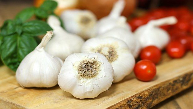 how to treat toothache-garlic