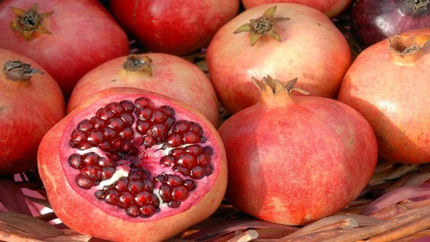 foods to increase blood platelets-pomegranate