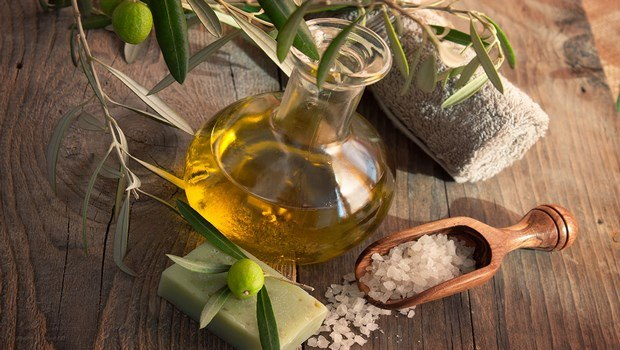 olive oil for face-face mask with olive oil, wheat flour, egg and milk
