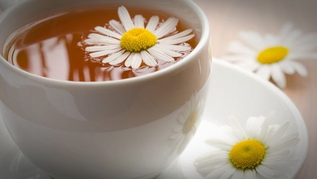 how to get rid of blotchy skin - chamomile tea and warm water