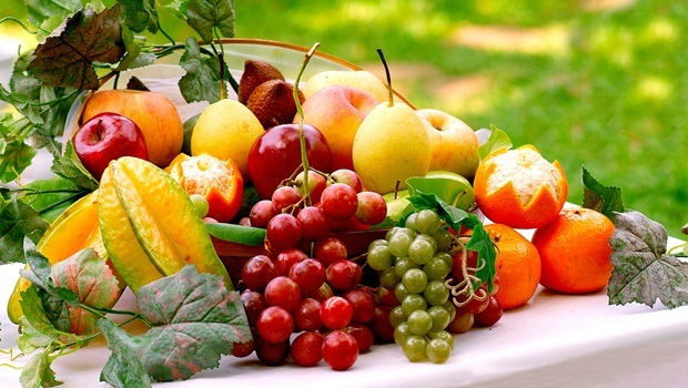 diet tips for men - fresh fruits help to reduce stress due to life and work pressure