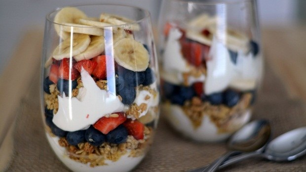 diet for good health - greek yogurt fruit parfait