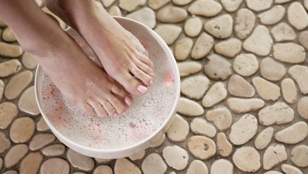 foot scrub recipe - milk scrub for treating cracked heels