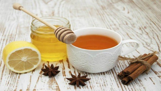 honey for asthma - honey with lemon and cinnamon