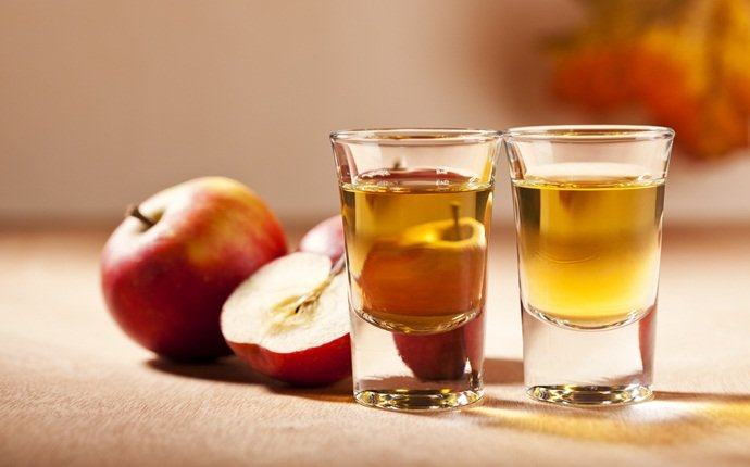 how to get rid of stomach ache - apple cider vinegar and warm water