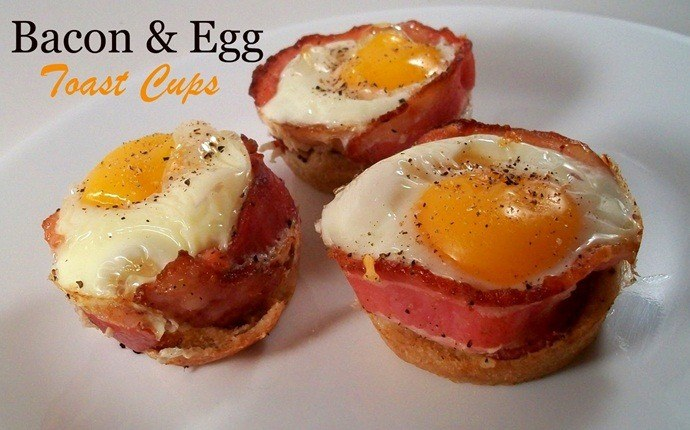 easy brunch ideas - bacon & egg toast cups