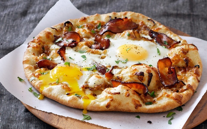 easy brunch ideas - breakfast pizza