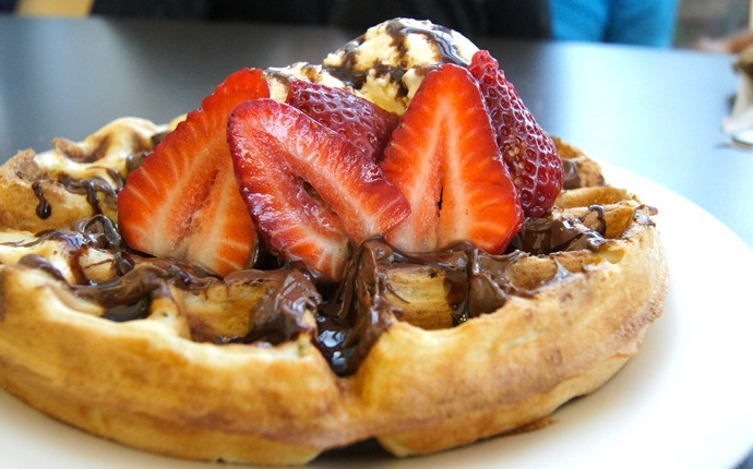 easy brunch ideas - chocolate strawberry waffle