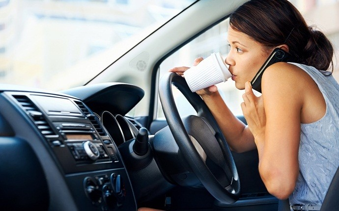 causes of car accidents - distracted driving