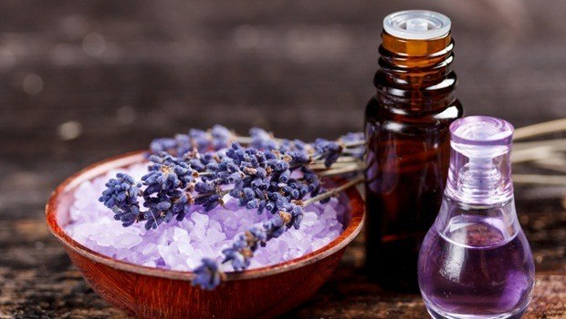 how to treat sprained ankle - essential oils