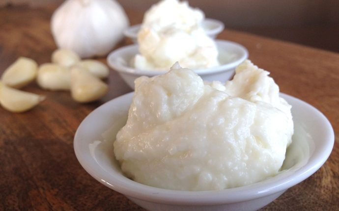 garlic for acne - garlic paste