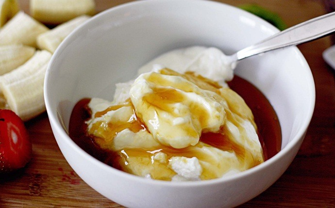 garlic for acne - garlic with yogurt and honey